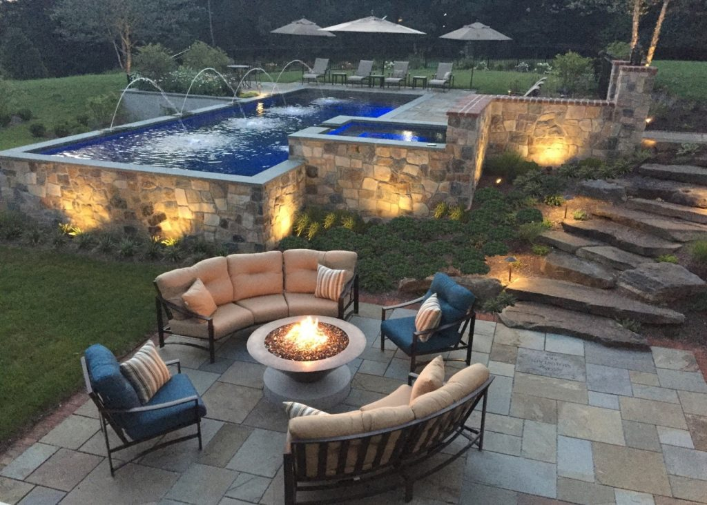 Designing Outdoor Fireplaces