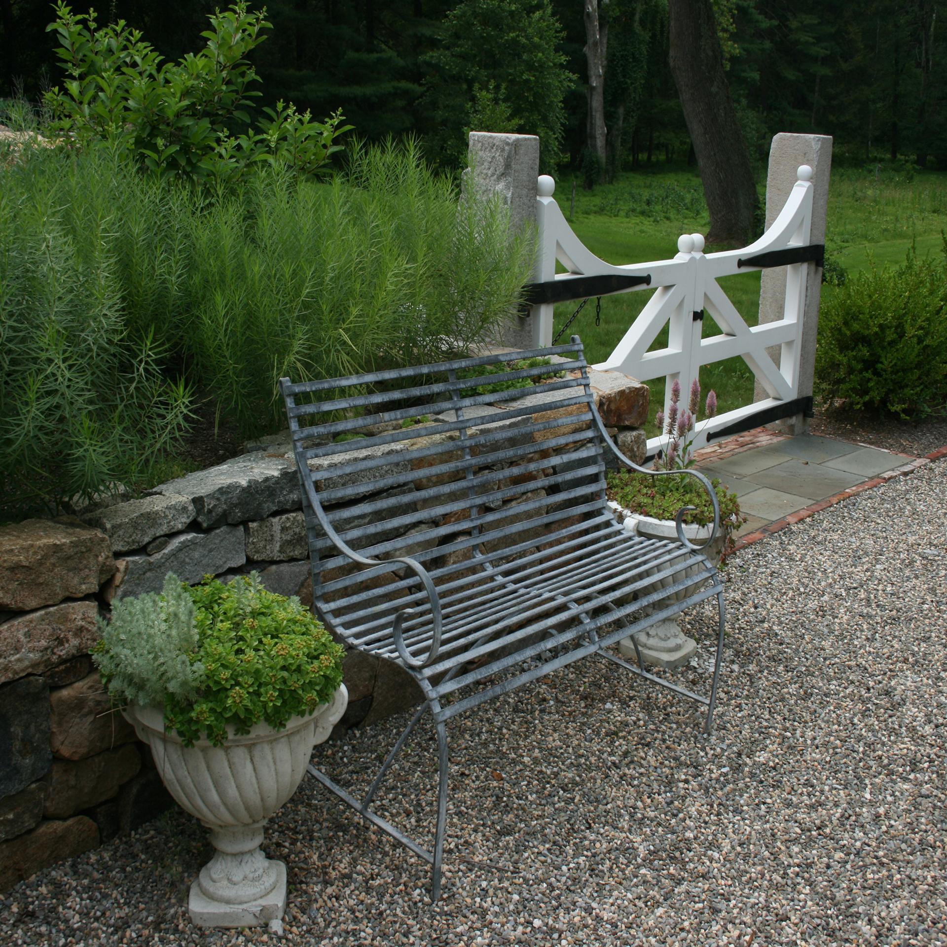 courtyard-garden-bench-gravel-path-newtown-square-pa