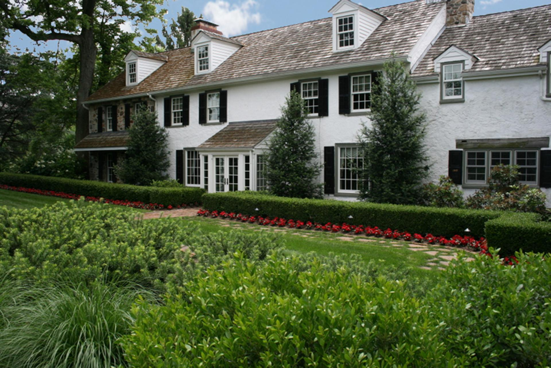stately-famhouse-formal-hedge-row-chadds-ford-pa