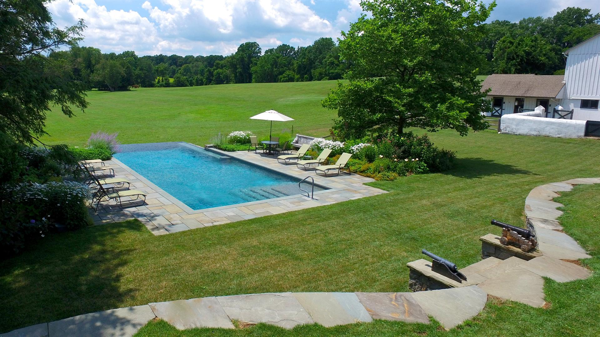 swimming-pool-design-vanishing-edge-custom-landscape-design