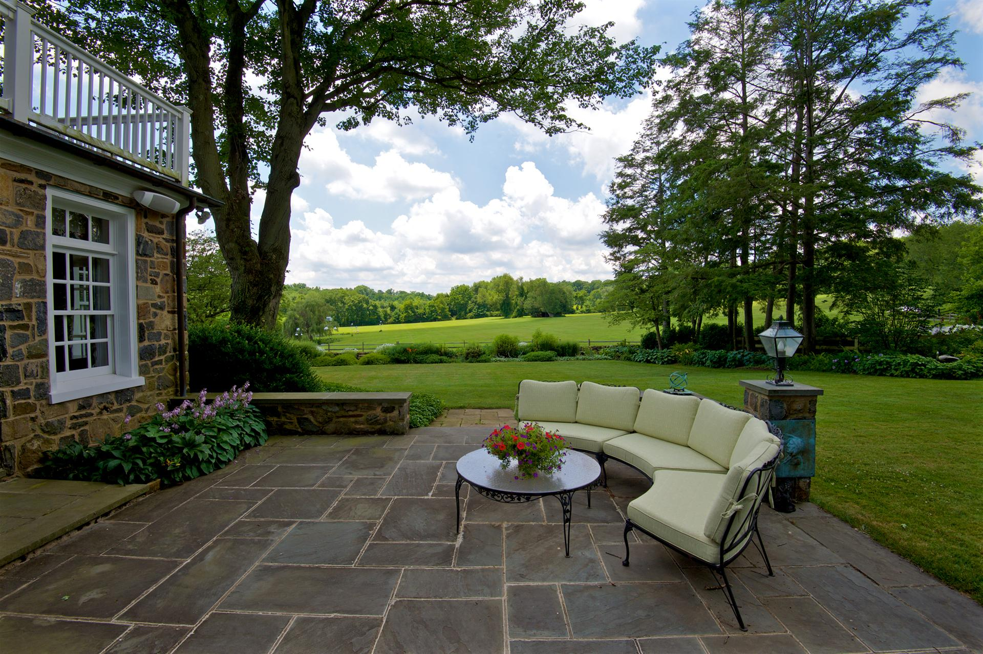 bluestone-patio-stone-paving-path-elegant-garden-design-greenville-de