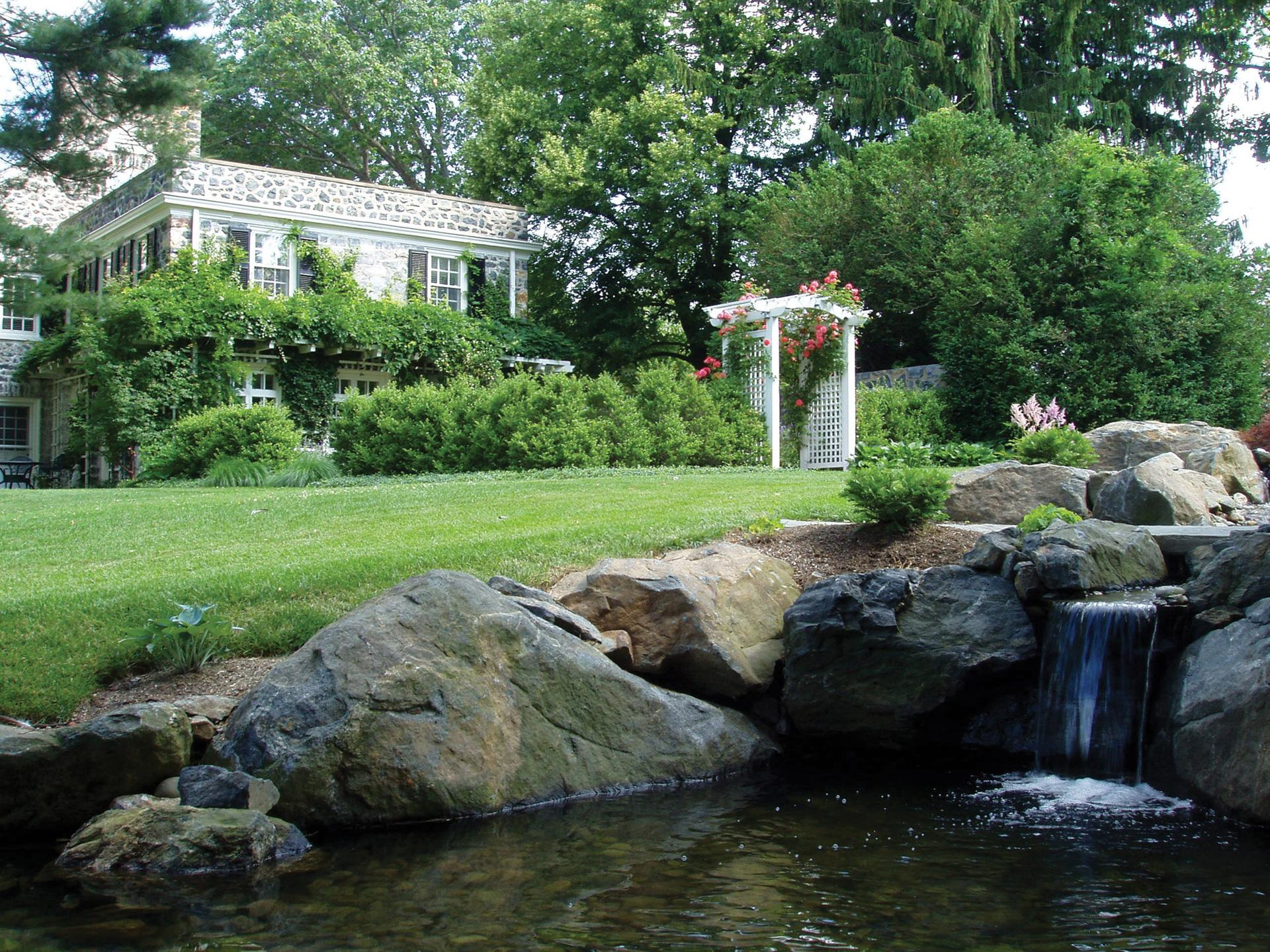 residential-landscape-design-pond-feature
