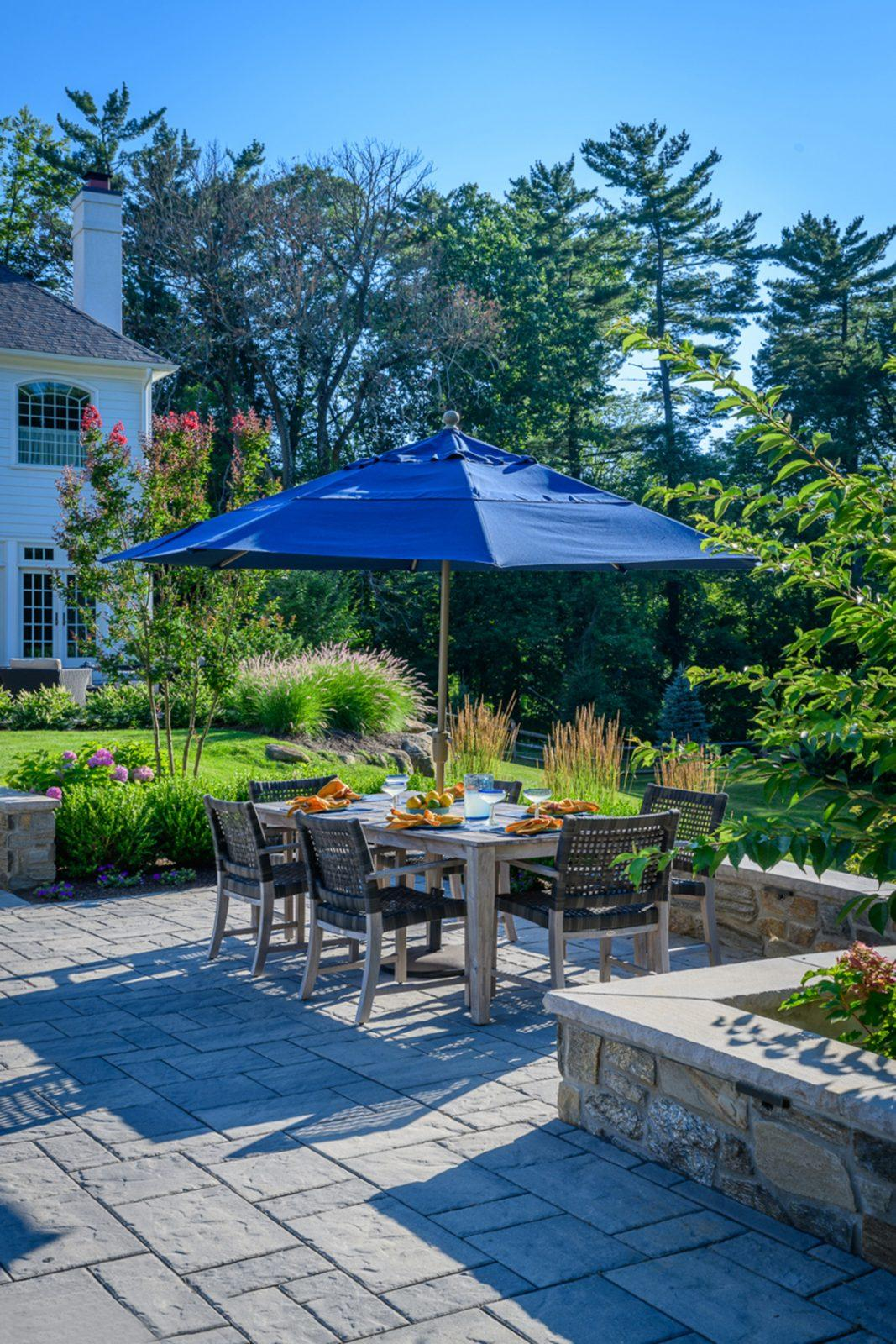 main-line-pa-wayne-outdoor-dining-backyard-patio-design