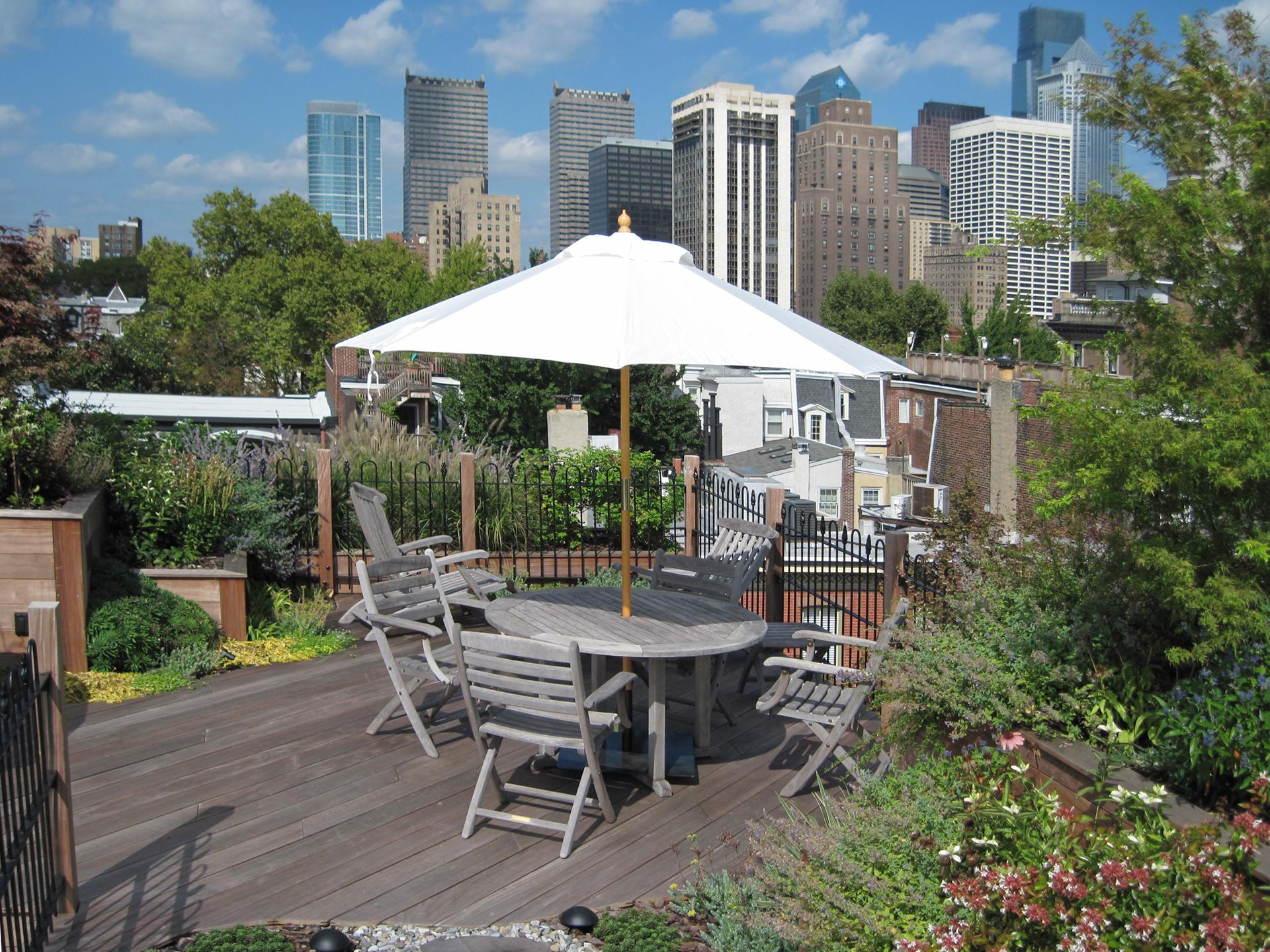 roof-top-dining-outdoor-room-philadelphia-pa-skyline-city-living